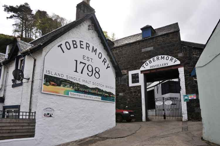 The entrance to Tobermory distillery
